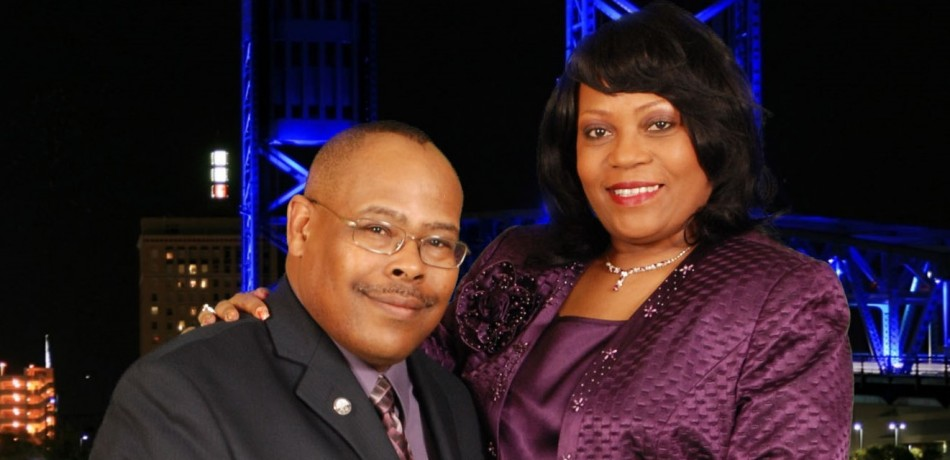 Pastor sitting 1st Lady Standing 2013 (3)